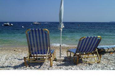 Bild vom Kaminaki Beach auf Korfu mit Blick aufs Meer