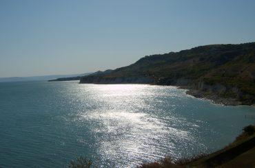 Bild vom Kap Kaliakra in Bulgarien mit Blick auf Felsen und Meer