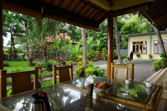 Breakfast and dining area at Alam Mimpi, Bali